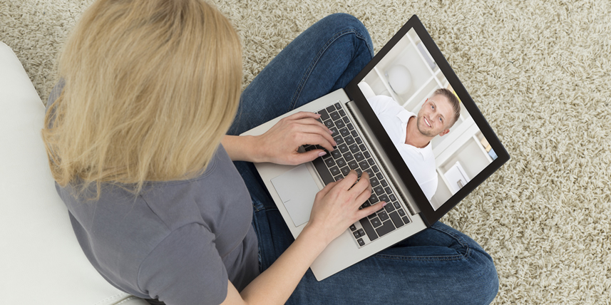 blonde-lady-online-dating-man-by-laptop