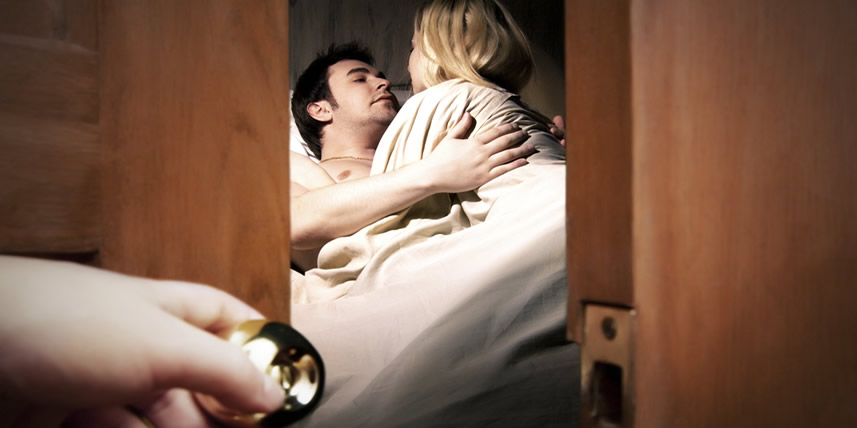 cheating-couple-surprised-in-bed